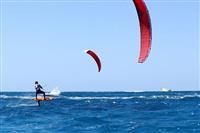 تنها مرکز رسمی آموزش کایت بردینگ در کشور در ساحل اختصاصی مارینا پارک هتل شروع به کار کرد