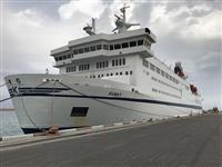 ورود کشتی بزرگ اقیانوس پیما به آب های جزیره کیش در نوروز 96